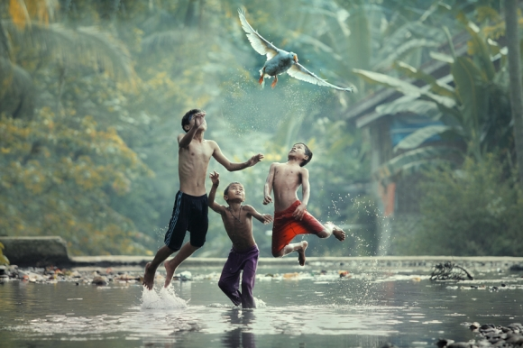 lets fly with me taufi sudjatnika photography 1 Life in Indonesia by Taufik Sudjatnika