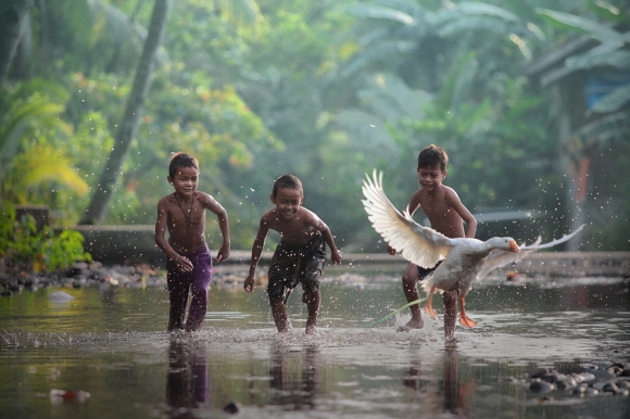 lets fly with me taufi sudjatnika photography 5 Life in Indonesia by Taufik Sudjatnika